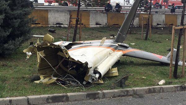 Обломки вертолета, потерпевшего крушение в Стамбуле 10 марта 2017 года - Sputnik Латвия