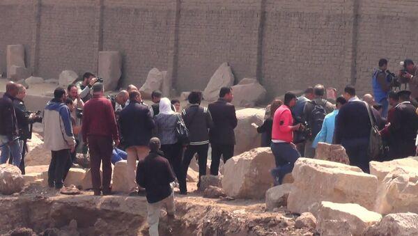 Археологическая находка в Каире: 8-метровая статая эпохи Рамзеса Великого - Sputnik Латвия