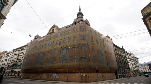 Заброшенный дом на углу улиц Марияс и Элизабетес - Sputnik Латвия