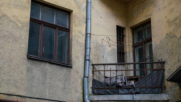 Балкон старого заброшенного дома - Sputnik Латвия