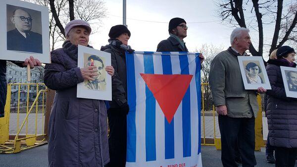 Антифашистский митинг у памятника Свободы вечером 16 марта - Sputnik Латвия