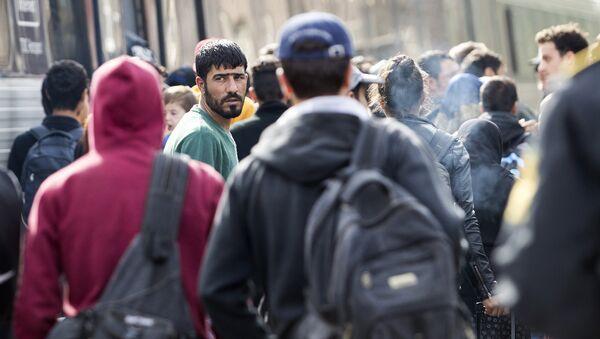 Беженцы на вокзале в Дании - Sputnik Латвия