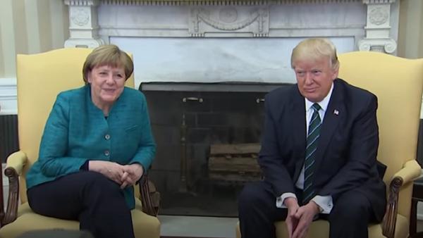 Трамп не пожал руку Меркель после встречи в Белом доме - Sputnik Latvija