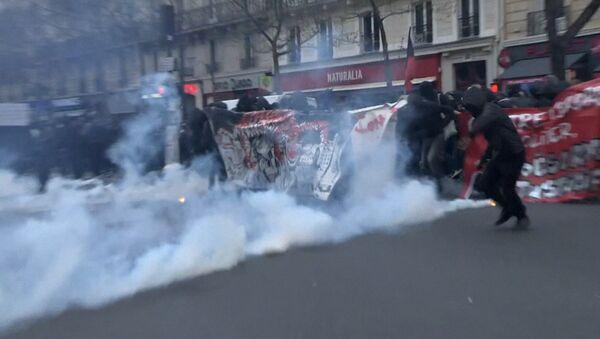 Беспорядки в Париже - Sputnik Latvija