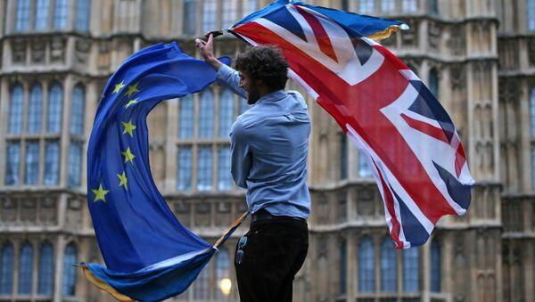 Флаги Британии и Евросоюза - Sputnik Latvija