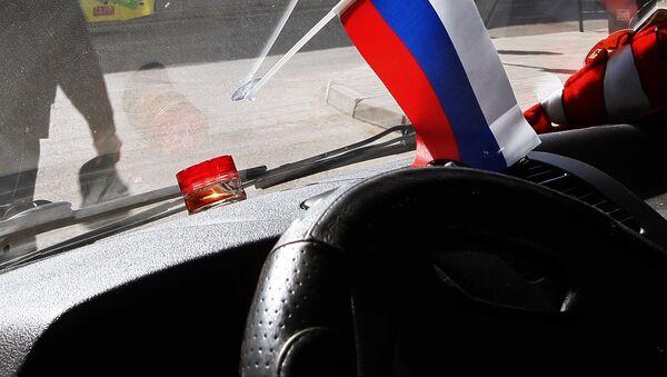 Российский флаг в салоне автомобиля - Sputnik Latvija