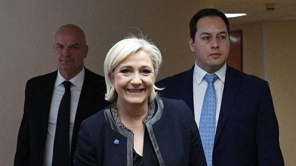 Кандидат в президенты Франции Марин Ле Пен посетила Госдуму РФ - Sputnik Latvija