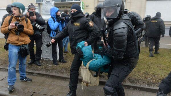 Задержание участников несанкционированной акции оппозиции День Воли в Минске - Sputnik Latvija