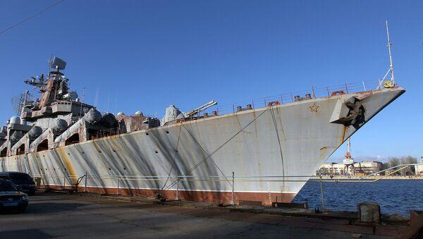 Ракетный крейсер Украина на Николаевском судостроительном заводе на Украине - Sputnik Latvija
