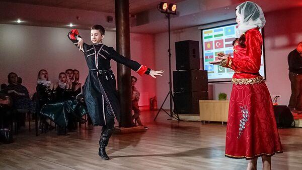 В Риге отметили весенний новогодний праздник равноденствия Навруз - Sputnik Латвия