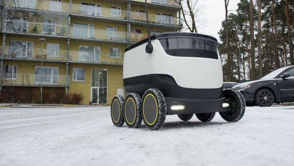 Почтовый робот фирмы Starship Technologies в Таллинне - Sputnik Латвия