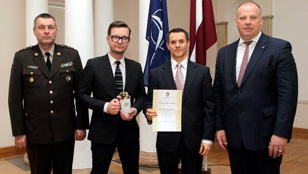 Рижский Центральный рынок получил благодарственную грамоту за участие в традиционном благотворительном базарчике, прошедшем в штаб-квартире NATO в Брюсселе - Sputnik Латвия