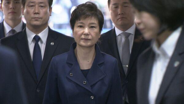 Dienvidkorejas eksprezidente Paka Gunhje arestēta un nogādāta izolatorā Seulā - Sputnik Latvija
