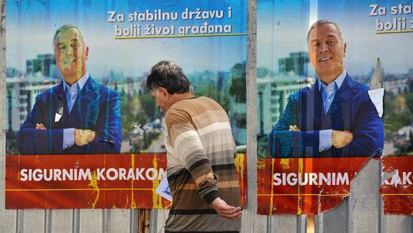 Плакат с предвыборной агитацией Мило Джукановича в Черногории. 14 октября 2016 - Sputnik Latvija