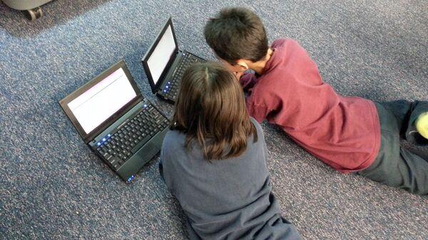 Дети за компьютером - Sputnik Латвия