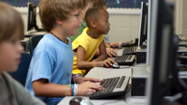 Дети за компьютером - Sputnik Latvija