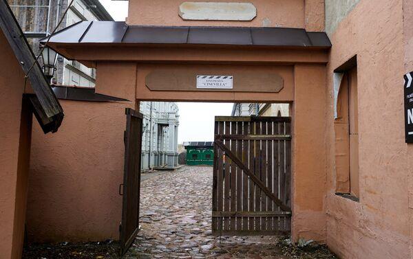 Ворота открывают посетителям бутафорскую Ригу начала 20 века - Sputnik Латвия