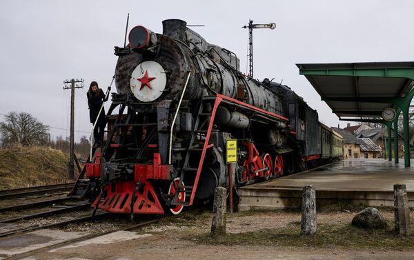В киногородке есть своя станция с настоящим паровозом - Sputnik Латвия