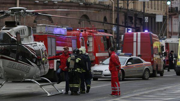 Ситуация у станции метро Сенная площадь в Санкт-Петербурге, 3 апреля 2017 - Sputnik Латвия