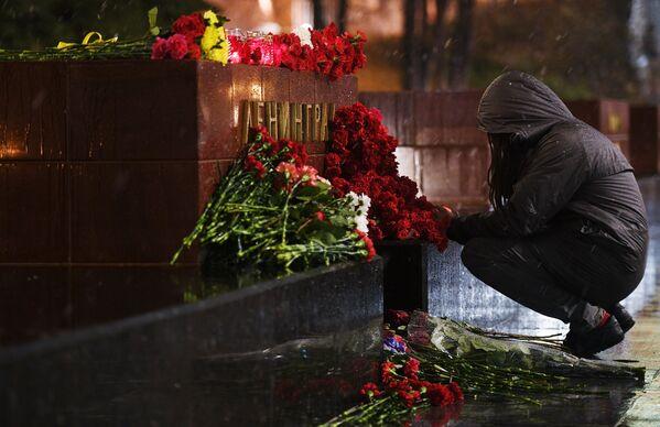 Цветы в память о погибших в метро Санкт–Петербурга - Sputnik Latvija