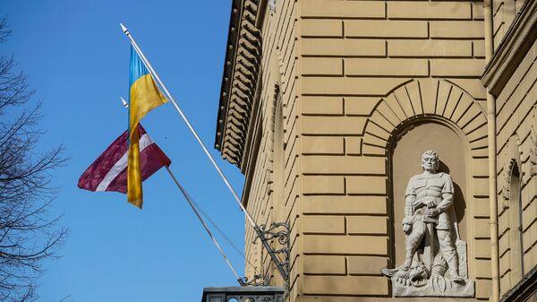 Флаги Латвии и Украины - Sputnik Латвия