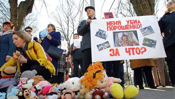 Митинг у посольства Украины - Sputnik Латвия
