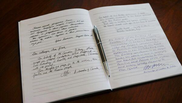 Книга соболезнований в посольстве России в Латвии - Sputnik Latvija