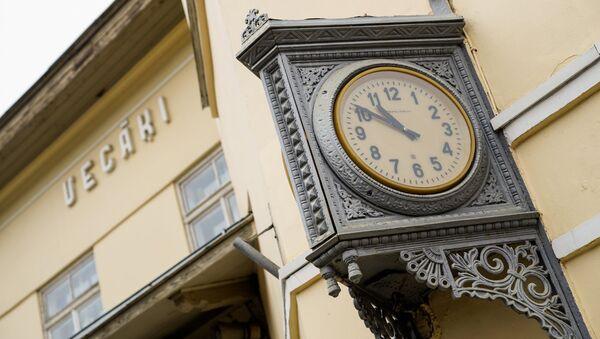 Старинные часы на станции Вецаки - Sputnik Latvija