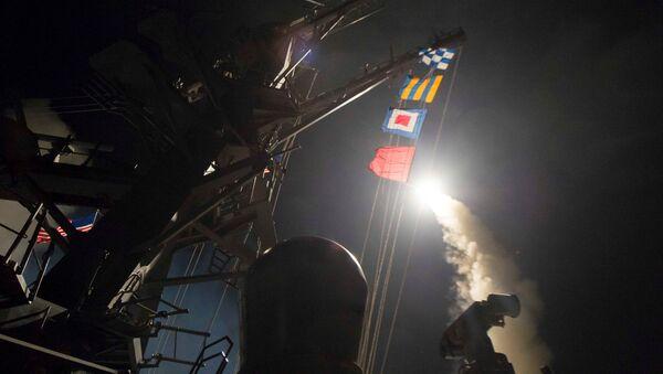 Удар США по авиабазе в Сирии - Sputnik Латвия