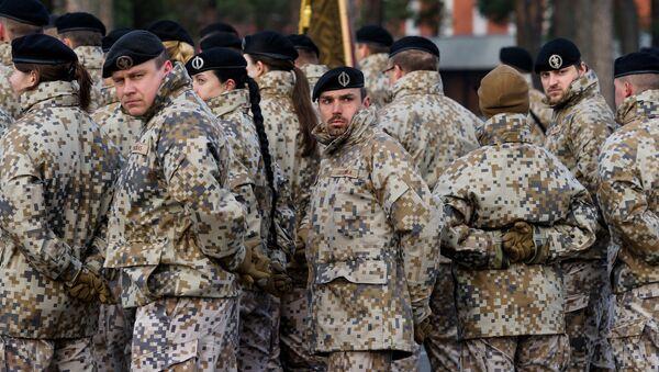 Latvijas armijas karavīri ierindā - Sputnik Latvija