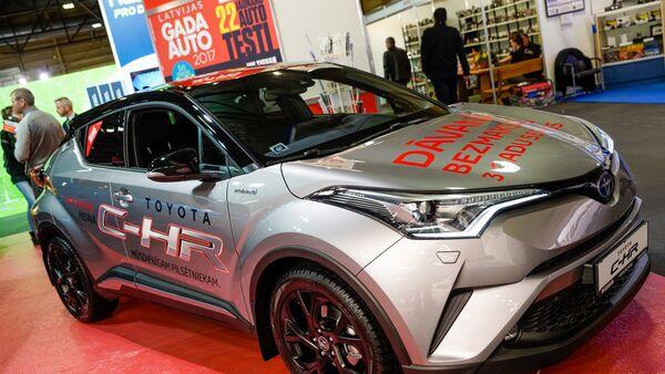 Новый Toyota C-HR, компактный паркетник от японского автопроизводителя - Sputnik Latvija