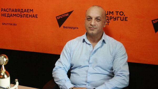 Вице-глава общественного объединения Белорусская цыганская диаспора Артур Гомонов - Sputnik Латвия