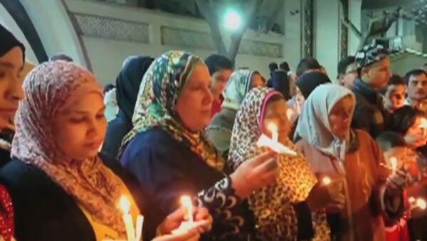 В Египте зажгли свечи в память о жертвах терактов - Sputnik Латвия
