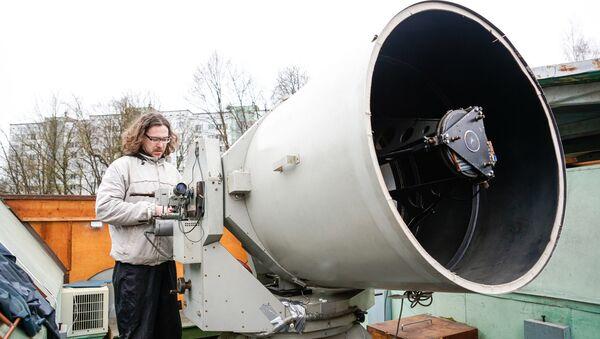 Главный герой обсерватории - Лазерный телескоп LS-105, системы Кассегрена-Кудэ с диаметром главного зеркала 100 см и с фокусом 11.6 м - Sputnik Латвия