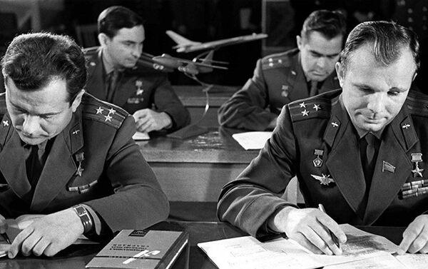 Pirmās kosmonautu vienības nodarbības - Sputnik Latvija