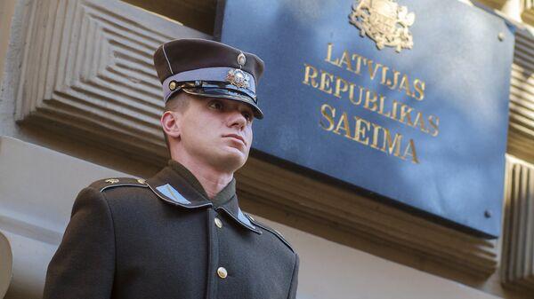 Почетный караул у здания Сейма Латвийской республики - Sputnik Латвия