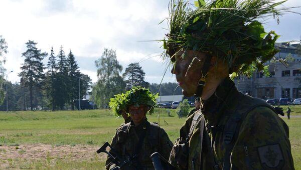 Литовские солдаты во время учений - Sputnik Latvija
