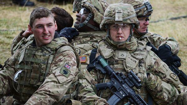 Солдаты НАТО - Sputnik Латвия