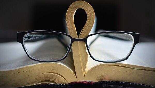 Grāmatu lasīšana. Foto no arhīva - Sputnik Latvija