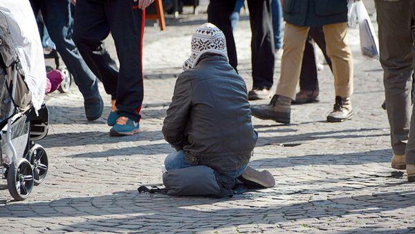 Бедность, попрошайка на улице - Sputnik Latvija