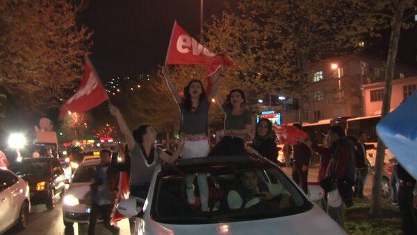 Ликование на улицах Стамбула - Sputnik Латвия