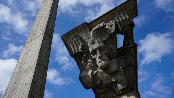 Мемориальный комплекс на месте лагеря для советских военнопленных в Саласпилсе - Sputnik Латвия