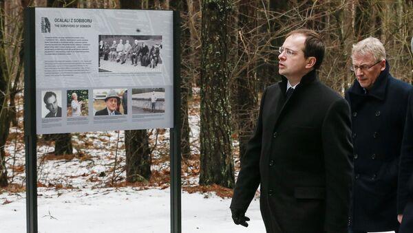 В.Мединский почтил память жертв нацизма в бывшем концлагере Собибор - Sputnik Латвия