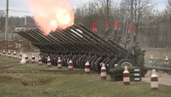 Салютный дивизион готовится ко Дню Победы - Sputnik Латвия