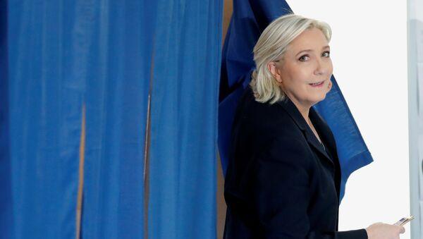 Марин Ле Пен кандидат в президенты Франции - Sputnik Латвия