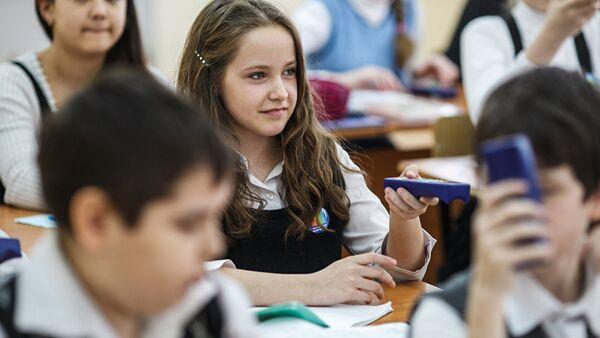 Igaunijā tiek apšaubīts skolu pārejas pie krievu mācību valodas likumīgums - Sputnik Latvija