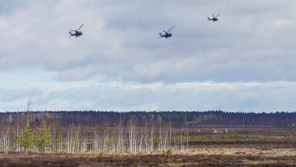 Американские ударные вертолеты AH-64D Apache - Sputnik Латвия