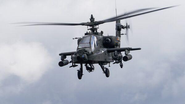 Американский ударный вертолет AH-64D Apache - Sputnik Latvija