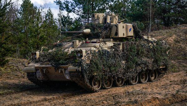 Бронетранспортер США M2A3 Bradley на международных учениях Summer Shield XIV - Sputnik Latvija