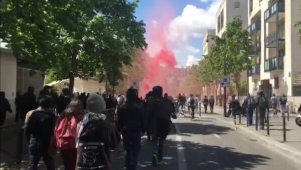 Марш парижских школьников и лицеистов против Марин Ле Пен и Эммануэля Макрона - Sputnik Латвия